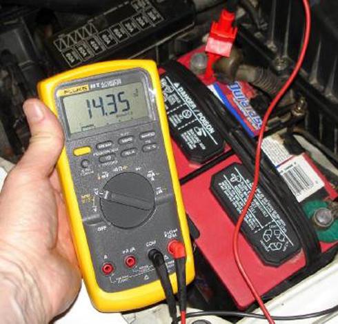 tìm nguồn điện của xe